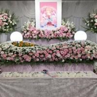 Beginilah Suasana Pemakaman Mamika Re:CREATORS, Mulai Dari Peti Mati Hingga Dakimakura!