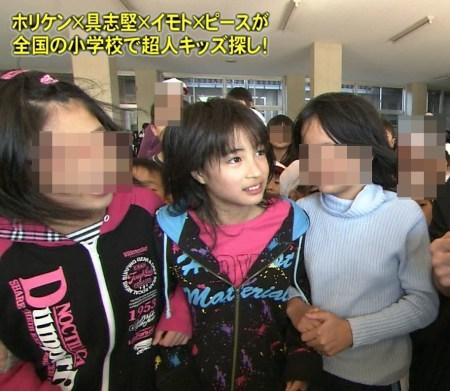 小学6年生の時にテレビ出演していた広瀬すず(画像引用:http://blog-imgs-47.fc2.com/n/e/w/newss777/8b3360cf.jpg)
