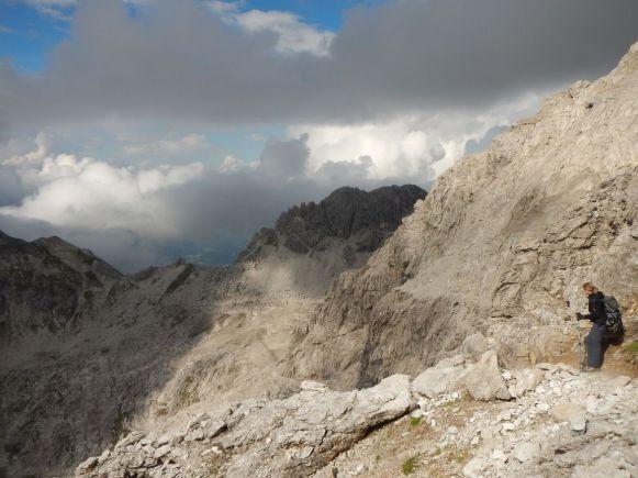Abstieg vom Hohen Licht, der Wilde Mann im Hintergrund