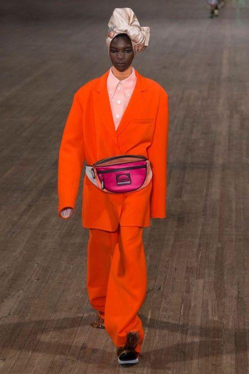 DDE Sac Banane Marc Jacobs - Pourquoi je ne serai pas a la mode en 2018 - Blog Maman Bordeaux Ne le dites a Personne #fashionfauxpas #fashionfail #mode2018 #tendance2018 #défilés2018 #hautecouture2018 #MarcJacobs2018 #MarcJacobs