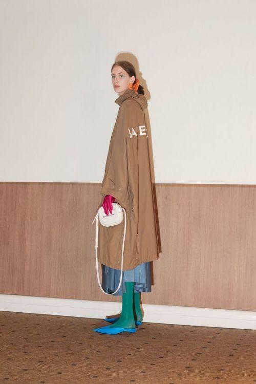 Pèlerin saint Jacques Compostelle Balenciaga - Pourquoi je ne serai pas a la mode en 2018 - Blog Maman Bordeaux Ne le dites a Personne #fashionfauxpas #fashionfail #mode2018 #tendance2018 #défilés2018 #hautecouture2018 #balenciaga2018