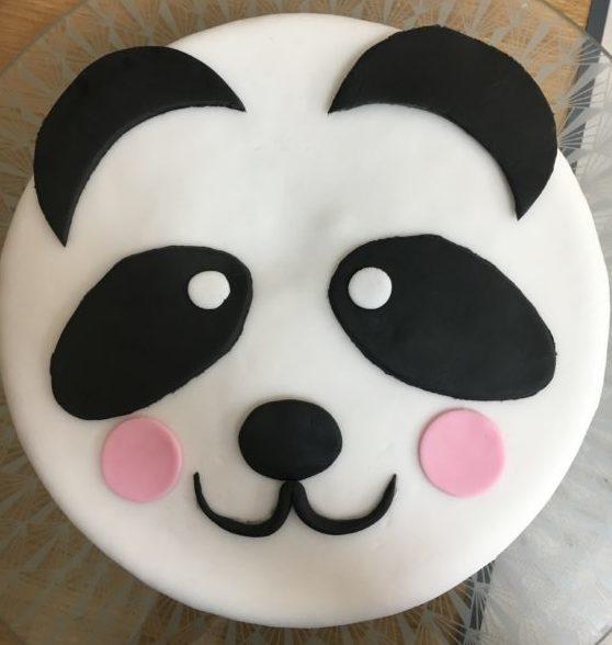 Gâteau tête panda - Gâteau Panda anniversaire en pâte à sucre, facile et efficace - Blog Maman Ne le dites à personne #cakedesign #gateaupanda #pateasucre #gateauanniversaire #blogmaman #neleditesapersonne