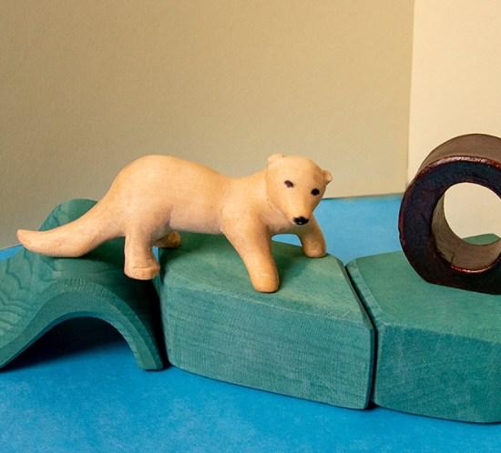 "Geschnitztes Tier zum Tiergedicht ""O wie Otter"""
