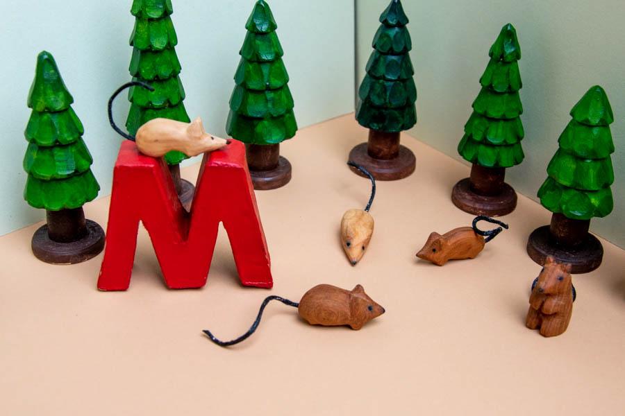 """Geschnitztes Tier zum Tiergedicht """"M wie Maus"""""""