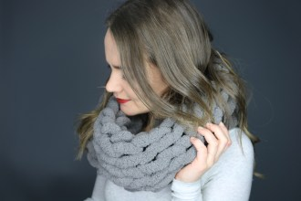DIY Hand Knitted Scarf, Easier than Arm Knitting