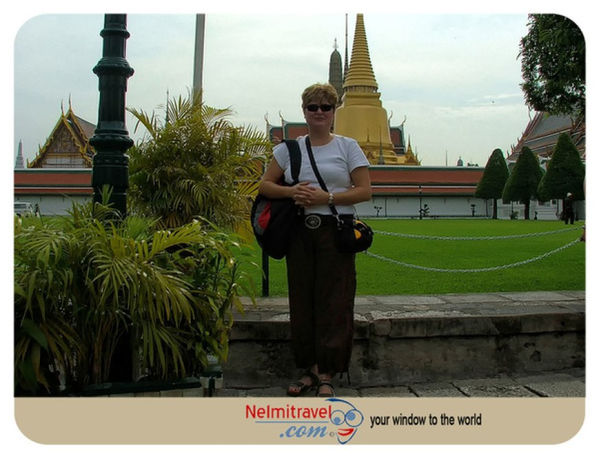 Dress code for visiting temples in Thailand; What to wear in Thailand; Dress code for women;