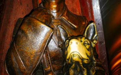 Nelmitravel.com;Moscow Metro,Ploshchad Revolutsii station,Lucky dog in Moscow Metro,Good luck believes,Bronze Sculpture,Dog Sculptures