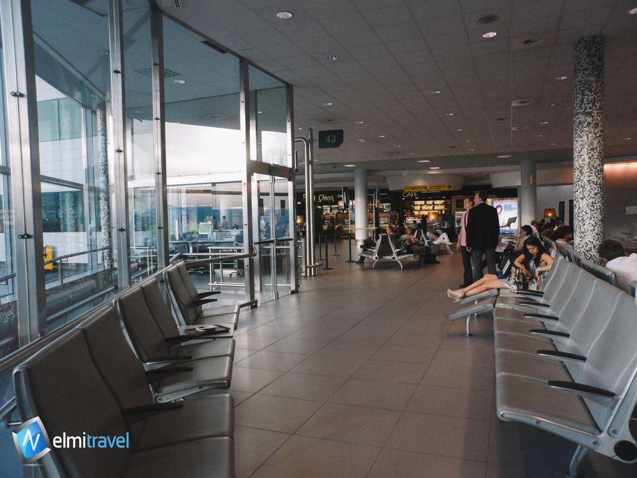 Sleeping at an airport, tips for not getting robbed at an airport,tips for keeping your belongings safe at an airport; Nelmitravel