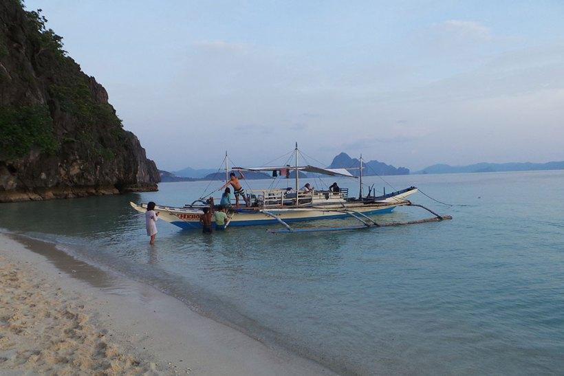 Leaving Seven Commandos Beach