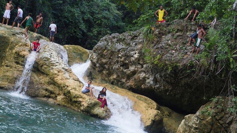 Cliff jumping in Bao-Bao Falls