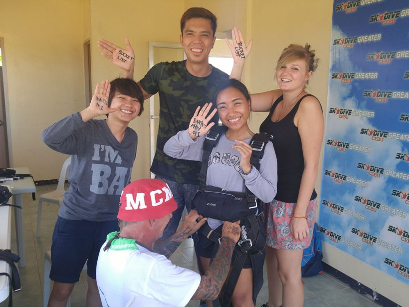 First batch of tandem skydivers
