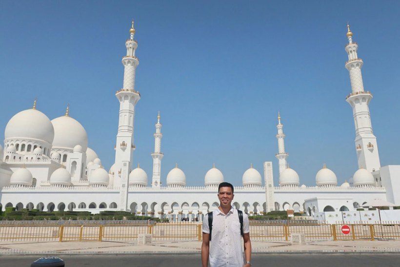 Sheikh Zayed Grand Mosque in the background