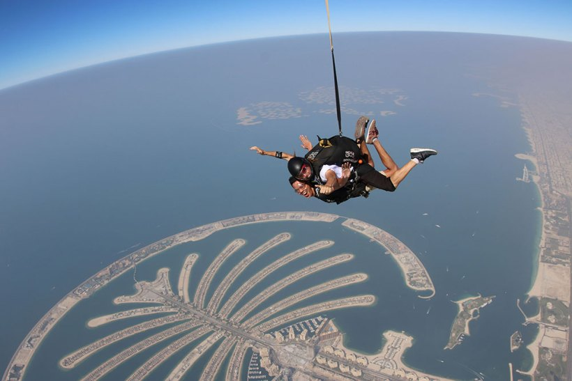 Crossing the horizon on top of the Palm Jumeirah!