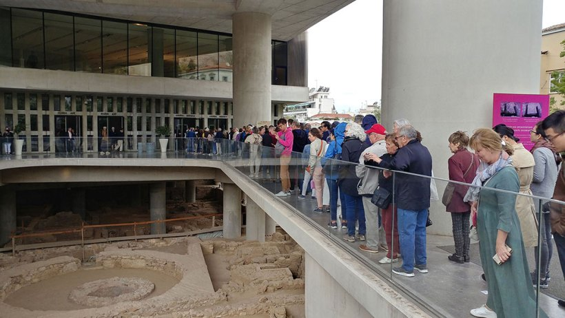 Long lines at the Acropolis Museum