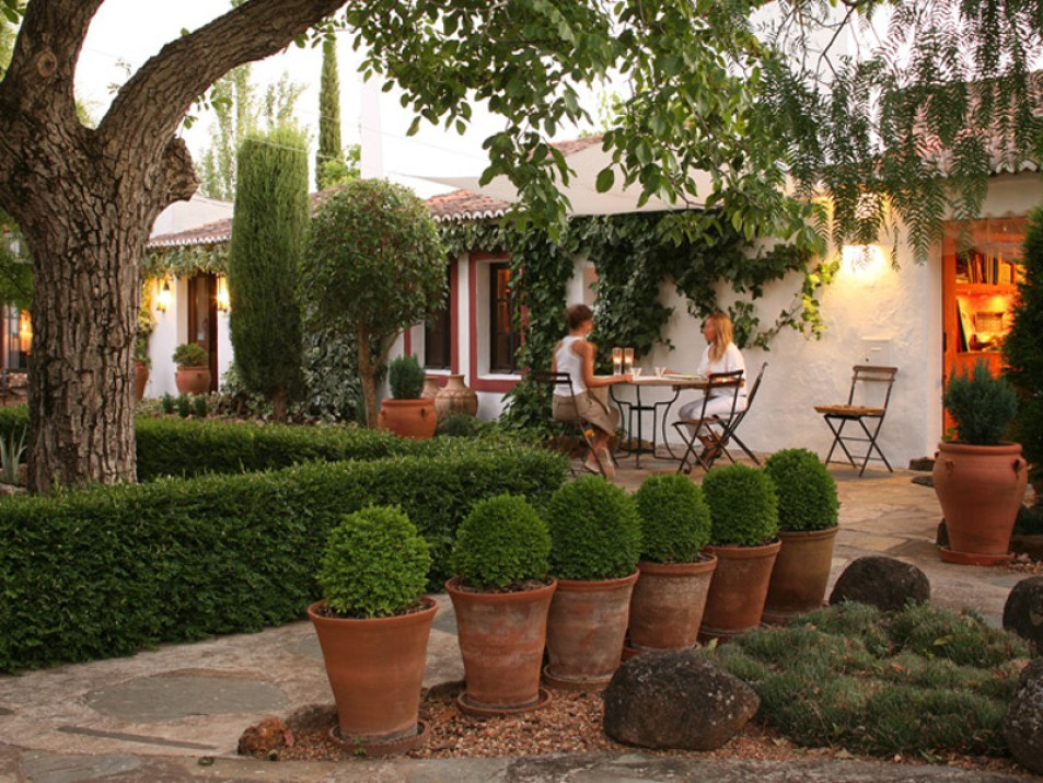 10-Monte-da-Fornalha-Estremoz-Evora-Portugal-Charming-Hotel-Eating-Outside - Copy