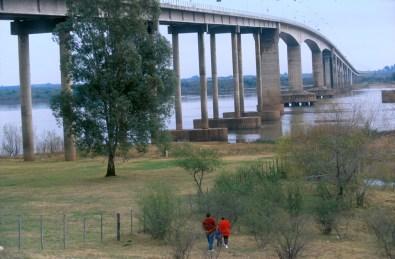Uruguay, Río Negro, Fray Bentos, puente Internacional, frontera con Argentina