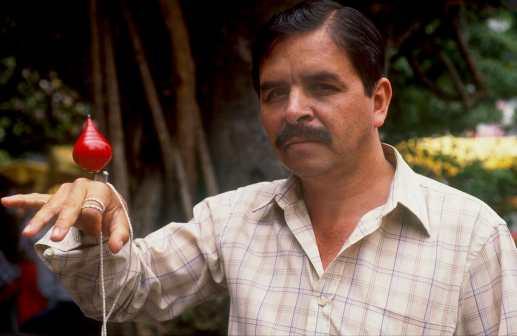 Costa Rica, San José, Vendedor de trompos, retrato