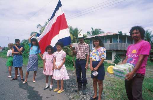 Costa Rica, Puerto Limón, Voluntarios recolecta de dinero para la Iglesia