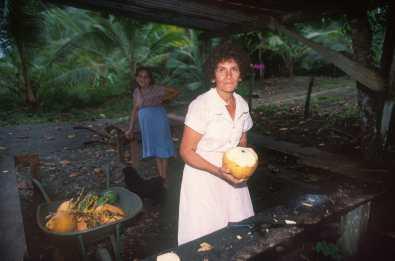 Costa Rica, Playa Manuel Antonio, Vendedora de agua de coco, retrato