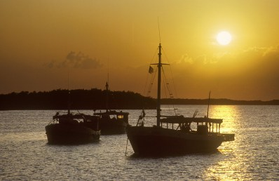 Cuba,llegada a Puerto Esperanza, atardecer