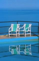 Uruguay, Maldonado, Piriapolis, sillas en una piscina