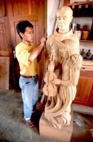 Bolivia, Chiquitania, Concepción, Misión Jesuítica, fabricación de Santos esculpidos en madera