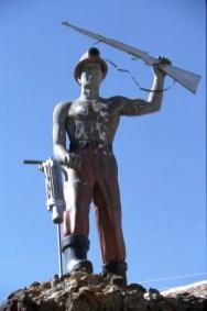 Bolivia, Potosi, Cerro Rico, escultura a los mineros