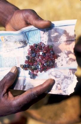Sri Lanka, Ratinapura, excavación, buscadores de piedras preciosas, retrato, trabajo