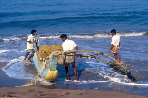 Sri Lanka, Matara, playa de pescadores, trabajo