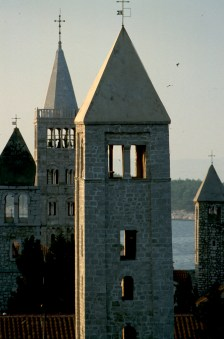 Croacia, isla de Rab, ciudad de Rab, campanarios