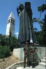 Croacia, Split, estatua Gregorio de Nin, soldados de la IFOR