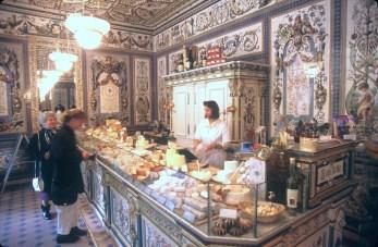Alemania, Sajonia, Dresden, Lecheria Gebruder Pfund, tienda de quesos
