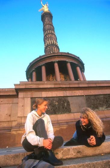 Alemania, Berlín, Columna de la Victoria, dos amigas de conversación
