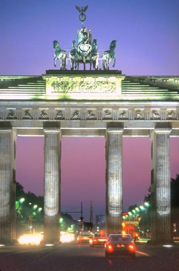 Alemania, Berlín, Puerta de Brandenburgo, nocturno