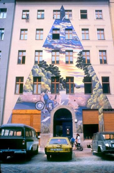 Alemania, Berlín, Pkreuzbergstrasse, mural de la Casa de Los Rocker