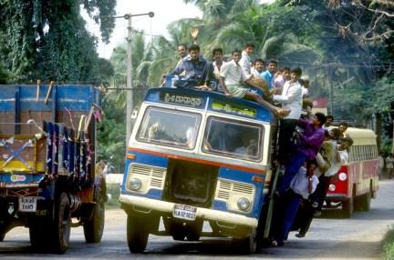 India, Mysore, Fiesta de Dussehra, Karnataka, Bus de linea sobrecargada