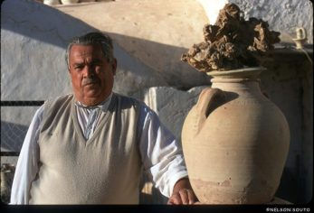 Túnez, Isla de Djerba, maestro alfarero, retrato