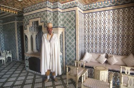Túnez, oasis de dunas, Tozeur, hotel Palm Beach, recepcionista, retrato