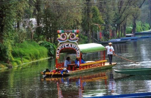 México, DF, canales de Xochimilco, barcas de paseo, transporte