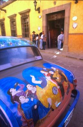México, San Miguel de Allende, coche pintado, Botero,