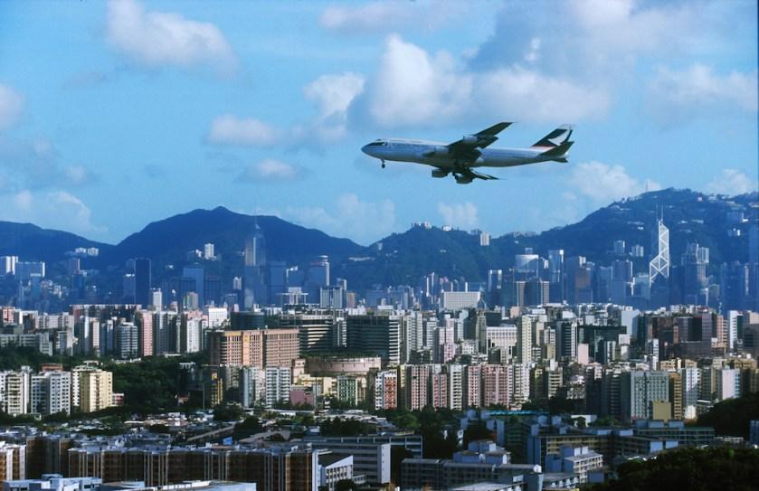 Hong Kong, aproximación a la pista de aterrizaje, transporte