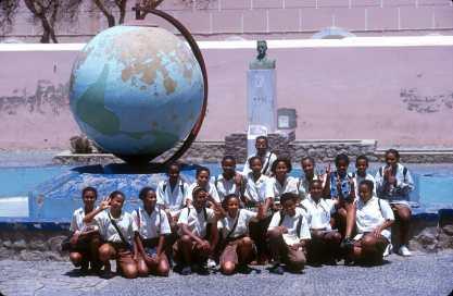 Cabo Verde, Isla Sao Vicente. Salida del colegio