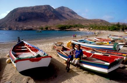 Cabo Verde, Isla Santiago, Tarrafal, barcas de pescadores