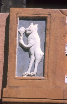 Alemania, Baja Sajonia, Glosar, Ayuntamiento, mono con espejo, bajo relieve