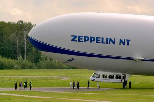 Alemania, Lago de Constanza, Friedrichshafen, Pista de vuelo Zeppelin NT, transporte