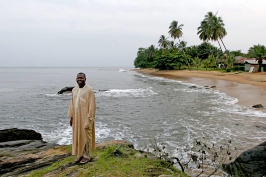 Camerún, Kribi, un paseo matinal para rezar, retrato