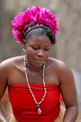 Camerún, Bafut, Fondom, música tradicional, bailarina