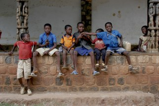 Camerún, Bamessing, Pueblo Alfarero, hora del recreo