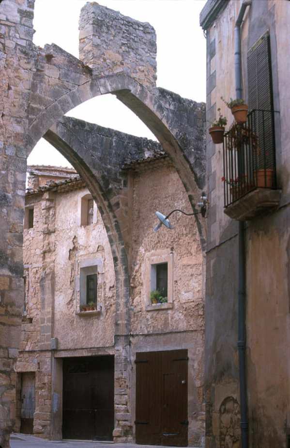 Catalunya, Urgell, Valbona de les Monges, Arcos Góticos