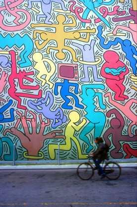 Toscana, Pisa,Obra de Keith Haring, pintura mural